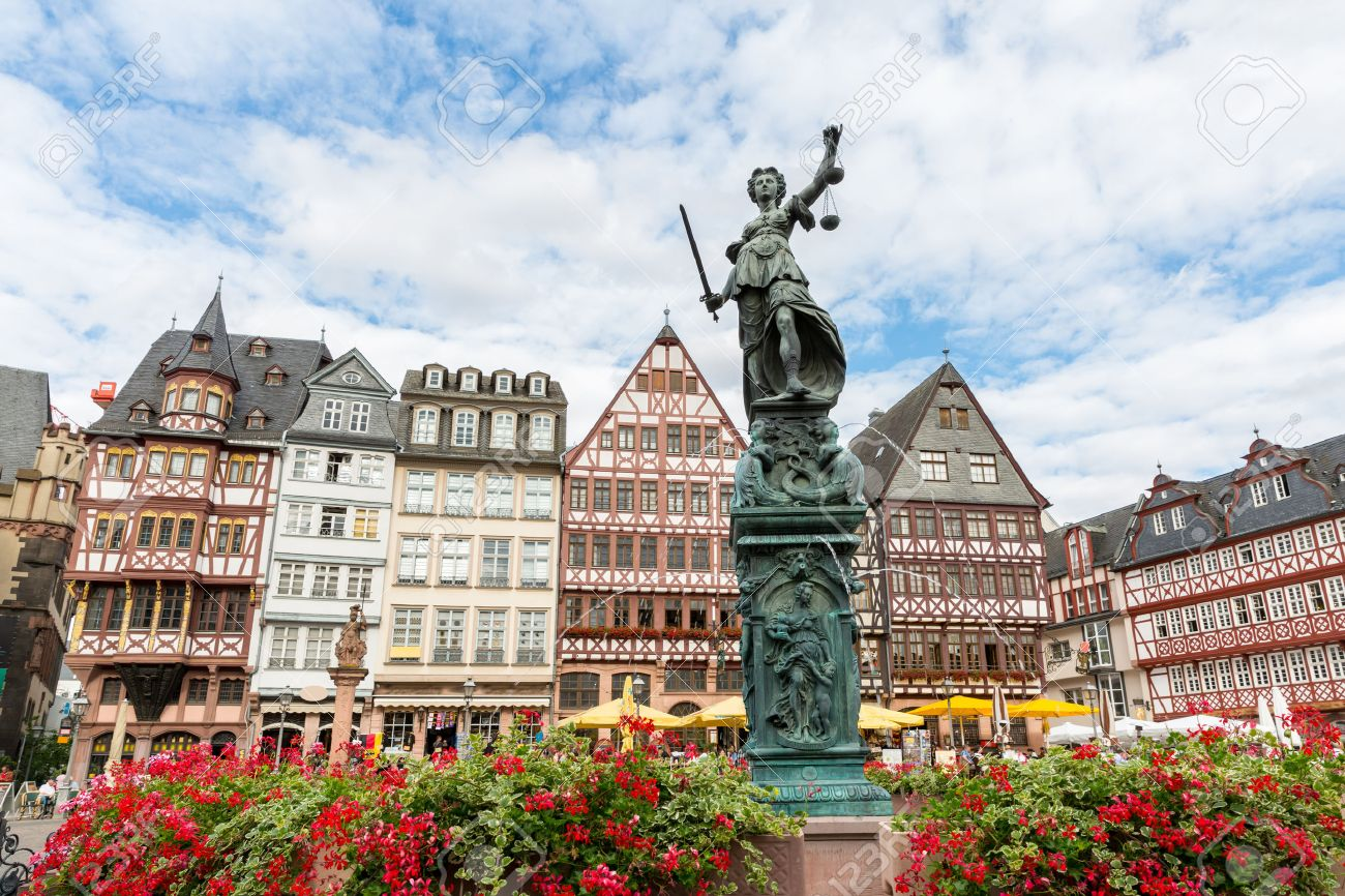 43981012-old-town-square-romerberg-with-justitia-statue-in-frankfurt-germany